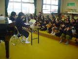 小野小学校で朗読実演と番組上映会